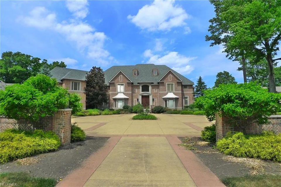 Lakefront Mansion With Indoor Basketball Court Asks 3m House Of