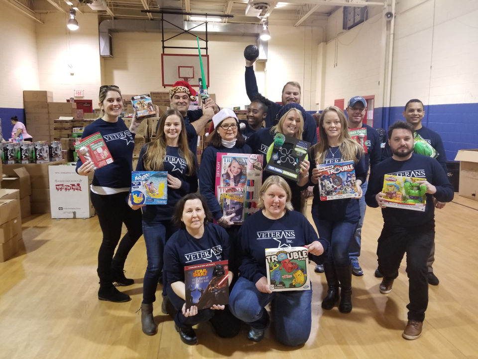 Friendly's, Veterans Inc. volunteer for Toy for Joy