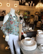Laura of Pembroke returns to Cleveland, opens clothing, home design boutique at Pinecrest (photos)