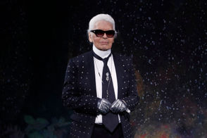 German fashion designer Karl Lagerfeld acknowledges the audience at the end of Fendi 2017-2018 fall/winter Haute Couture collection in Paris on July 5, 2017.
