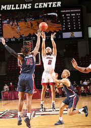 UMass men's basketball survives matchup with Fairleigh Dickinson, 85-84