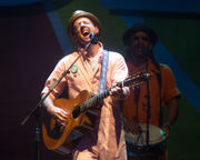 Jason Mraz delivers colorful show to close out Musikfest