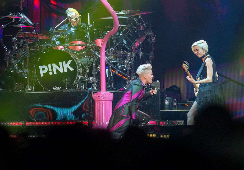 Pink In Detroit A Bold Daring Stunt Filled Concert You Must See To