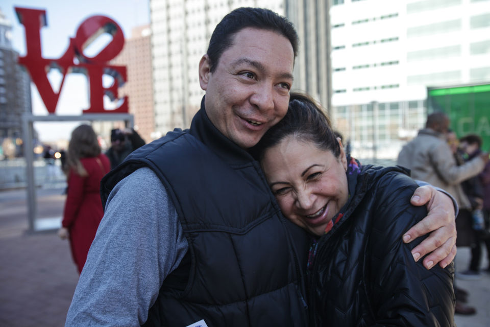 LOVE on Valentine's Day: Couples flock to Philadelphia sculpture for perfect romantic photo