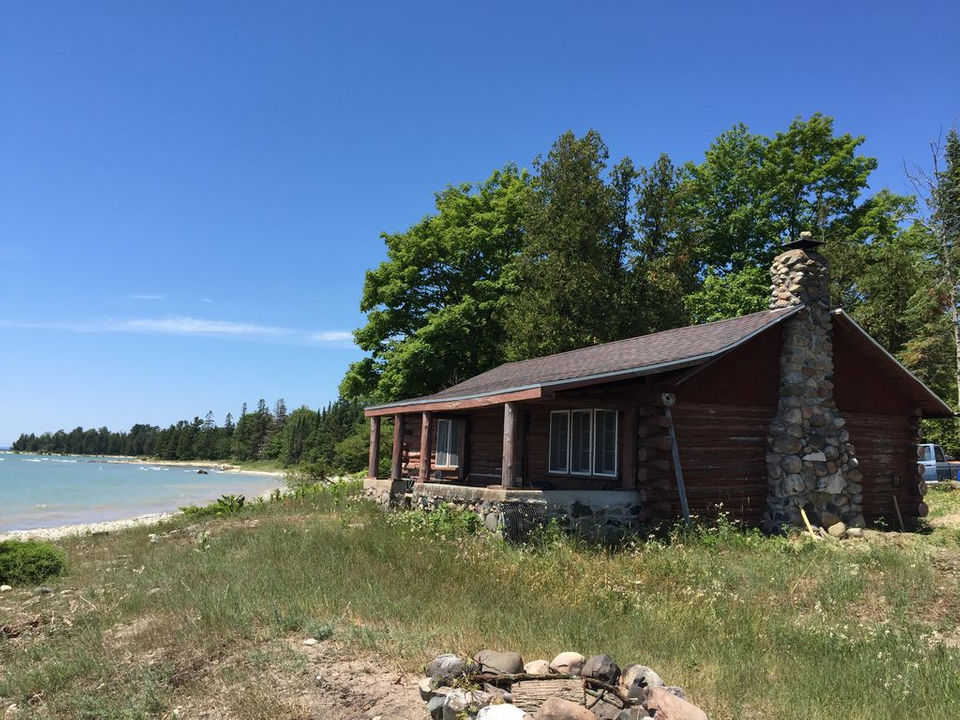 lake waterfront cabin lodging on in lakefront michigan the stay cabins vacation rentals