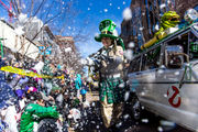 Irish cheer turns downtown Kalamazoo green for St. Patrick's parade