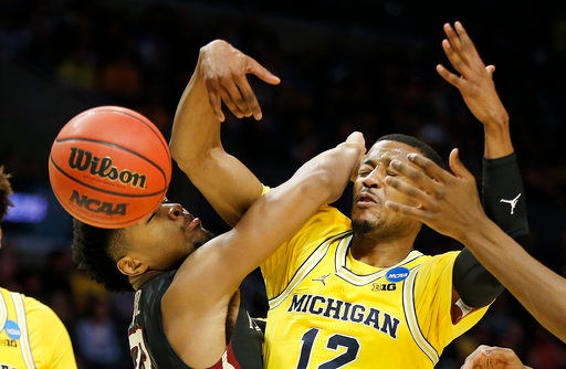 aaba8a6fe A look around the sights and sounds of the NCAA Tournament from reporters  at the games and surrounding events: WOLVERINES DID MORE: In its 58-54 win  over ...