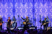Hall and Oates, Train perform three hours of hits with a twist in Detroit