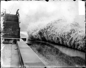 Giant waves hitting Chicago's Lincoln Park during the Great Storm of 1913.
