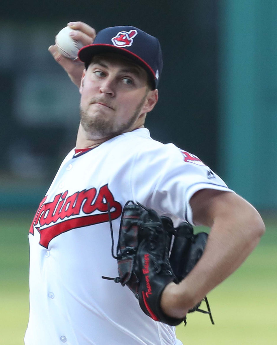 Cleveland Indians beat Chicago Cubs, 4-1, but Andrew Miller leaves with tight left hamstring | cleveland.com