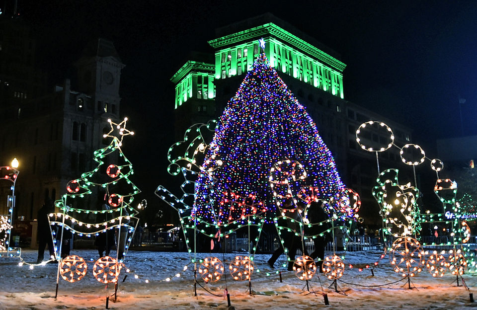 syracuse christmas tree lighting in clinton square photos. Black Bedroom Furniture Sets. Home Design Ideas