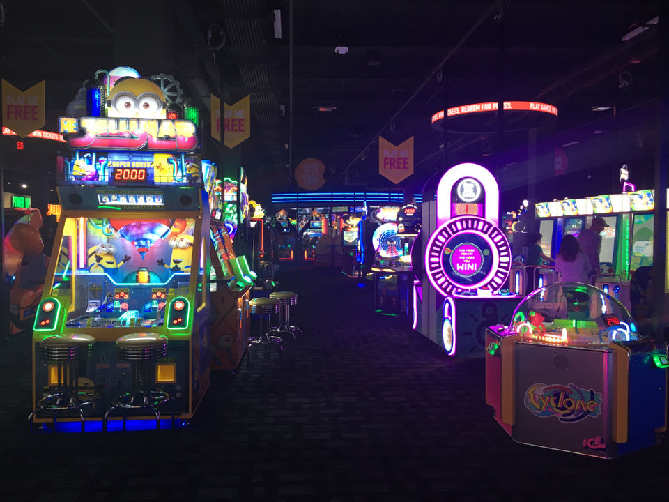 The Second And Largest Dave And Buster S In N J Opens