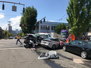1 hurt after Portland Streetcar derails, hits 3 cars
