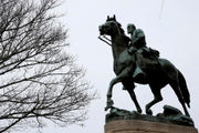 Tarps on Charlottesville's Confederate statues must come off, judge rules: report