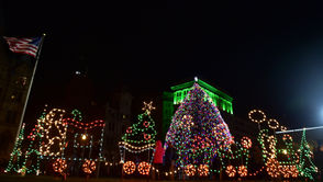 It's Christmas time in the cities and towns across Upstate New York, and tree lighting events and festivals are about to sweep through the region. Bring the family out to these magical events, meet Santa Claus, sip free cocoa, sing carols, see fireworks and don't miss any of the festive holiday fun. Take a look at the list of Upstate NY Christmas tree lightings for 2018, and find an event near you. Did we miss your city's Christmas tree lighting? Email baxelson@nyup.com