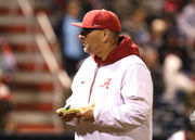 Alabama softball coach Patrick Murphy gets 1,000th win with Crimson Tide