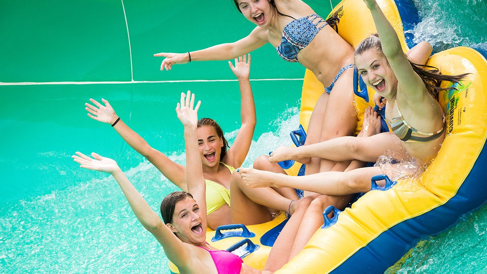 The Kartrite Resort & Indoor Waterpark: Hours, admission