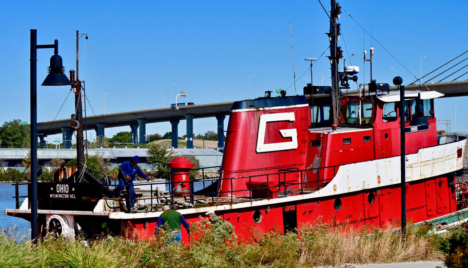 National Museum of the Great Lakes christens old and new tug boats named Ohio