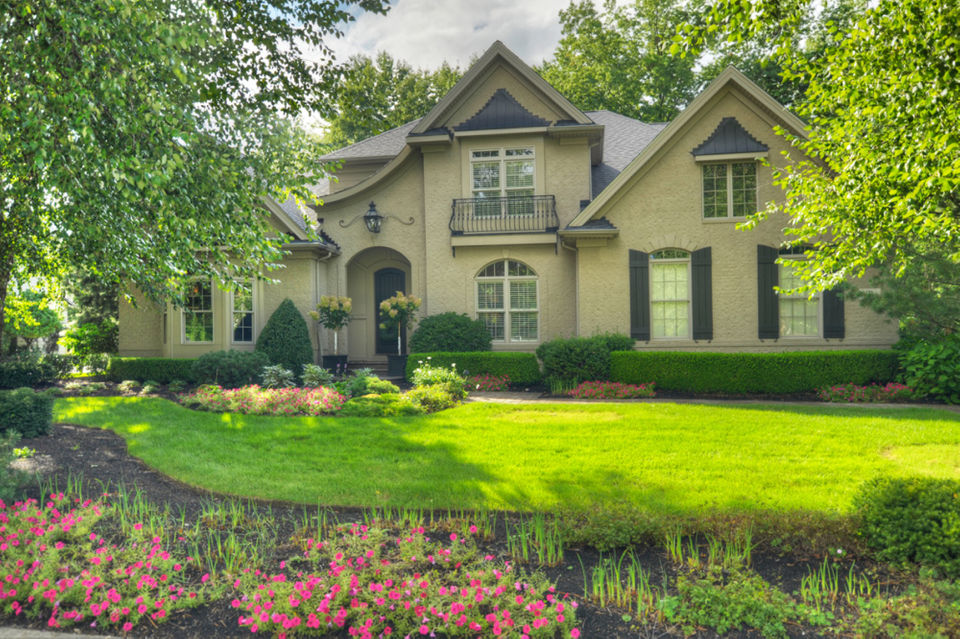HGTV-worthy golf course home in Avon Lake listed for under $1.3M ...