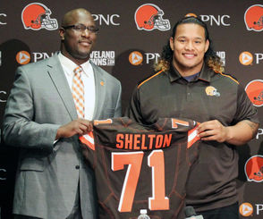 CLEVELAND, Ohio -- The last time the Browns won seven games in a season, they picked a defensive tackle, Danny Shelton, No. 12 overall. They also picked Cam Erving at No. 19. (Strangely, both were on the rosters of the AFC Championship Game participants on Sunday night. Erving started at left guard for the Chiefs and Shelton was inactive for the Patriots.) The Browns picking outside of the Top 10 is a strange feeling. Sure, it happened as recently as 2016, but that took two trade downs from the No. 2 overall pick to No. 8 and finally to No. 15.  It's something Browns GM John Dorsey is used to, though. He had the No. 1 pick when he arrived in Kansas City in 2013. He took left tackle Eric Fisher, who started for the Chiefs Sunday night. In ensuing years, he picked No. 23 (Dee Ford), No. 18 (Marcus Peters), No. 28 (traded to San Francisco) and No. 10, a trade-up from No. 27 in which Kansas City picked Patrick Mahomes. I bring up the draft on this day after the championship games because, well, it kind of feels like the unofficial start to draft season. There's one NFL game left. The Senior Bowl is this week. Draft season doesn't really ramp up until the combine at the end of February, but the mock draft spigot is open and there's no shutting it off until May. So away we go with a draft edition of Monday takeaways: