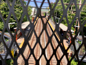 STATEN ISLAND, N.Y. — In light of the recent spate of train strikes on the Staten Island Railway, a couple of experts and a law enforcement official weighed in on what can be done to secure the tracks. In the past two months, there have been five incidents —including three fatal — on the borough's railway. The victims in several of the fatal incidents are believed to have committed suicide. While experts say preventing such incidents is nearly impossible, they believe there are some safety issues that can be addressed, from new detection technology coming down the pipe to better patrols at the stations. The MTA did not respond to repeated requests for information for this publication.